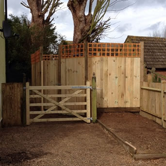Boundary fencing in Hollingbourne